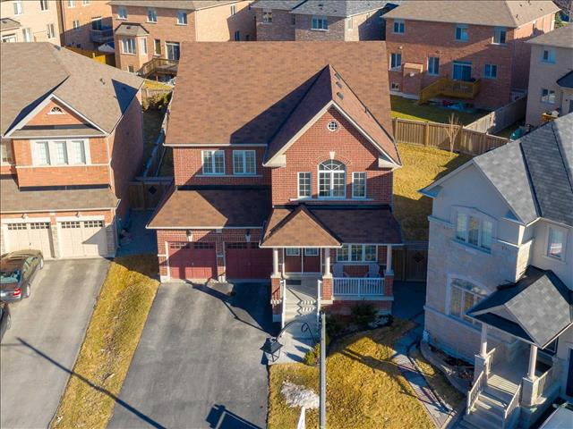 1047 Blackhall Cres