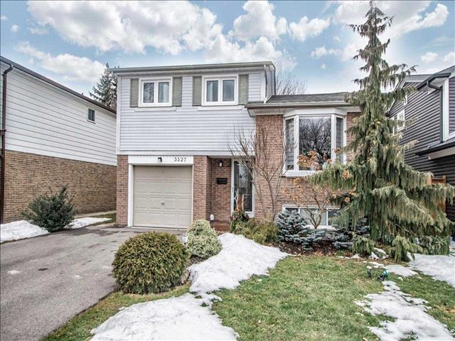 3327 Kings Masting Cres